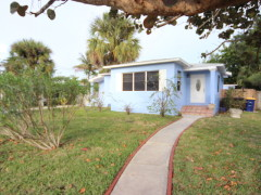 Two Blocks to Beach- Remodeled home with Studio Apt